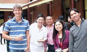 Sinh viên Việt xuất bản sách về iPhone