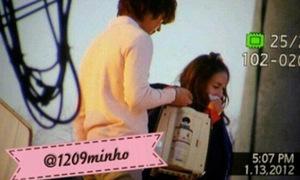 Min Ho SHINee nhiều lần cởi áo ủ ấm cho Dara 2NE1