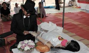 Lễ cưới xúc động của chàng trai và bạn gái đã chết