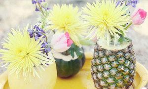 Dùng dứa làm bình hoa cúc, violet cực hay