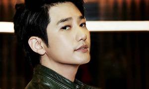 Mĩ nam Park Shi Hoo khoe ảnh giường chiếu