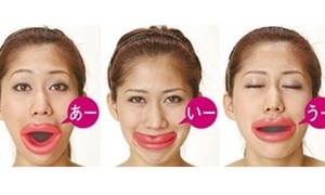 Cười chết ngất với môi mọng chống nhăn mặt ở Nhật