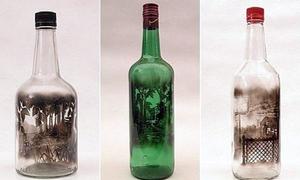 Mờ ảo làn khói tranh trên chai thủy tinh
