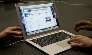 Giá MacBook Air tại trường học Mỹ là ...999 USD