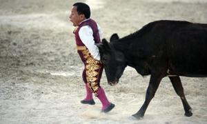 Kỵ sĩ lùn đấu bò tót ở Mexcio