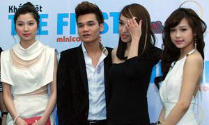 Hot girl 'chạy xô' chúc mừng Hoàng Hải, Khắc Việt