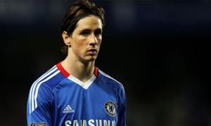 Fernando Torres sút bóng thần sầu trúng chim bồ câu