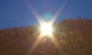 Ngôi làng tự chế mặt trời nhân tạo siêu khủng