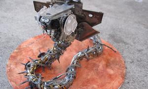 Robot rắn hổ mang làm từ đồ tái chế