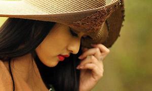 Miss ĐH Thăng Long: 'Sex trước hôn nhân là phản cảm'