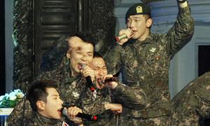 Bi Rain thích thú hát, nhảy cùng đồng đội