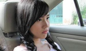 Elly Trần 'nai vàng ngơ ngác' với tóc tết 2 bím