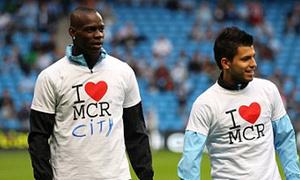Balotelli thích thú với trò gửi 'thông điệp'
