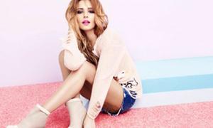 Cheryl Cole làm 'dài chân' nhờ short ngắn