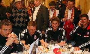 Bayern mở tiệc linh đình sau trận thắng Real