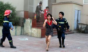 Sinh viên hoảng loạn vì cháy lớn ở ký túc xá 17 tầng