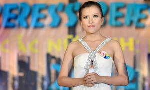 Miss Báo chí đăng quang nhờ tài ứng xử với 'văn hóa phong bì'