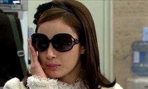 Kim Tae Hee bớt xinh vì kính râm