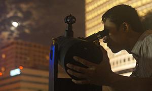 'Súng tự chế' chụp siêu trăng Hà Nội