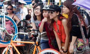 Teen Hà thành phát sốt với phiên chợ Hippie