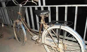 Nữ sinh vứt xe đạp nhảy cầu tự vẫn