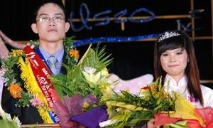 Hoa khôi, hoa vương ĐH Tự Nhiên 'mặt ngầu' khi đăng quang