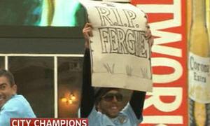 Chơi trội, Carlos Tevez 'lập bia mộ' cho Alex Ferguson
