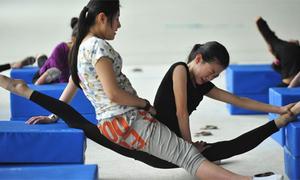 Đột nhập 'lò đào tạo' VĐV thể dục Trung Quốc
