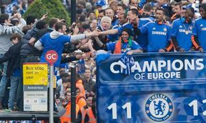 Chelsea làm giao thông London 'tê liệt'