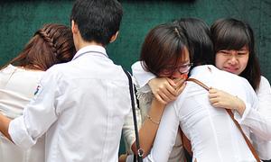 Teen Việt Đức khóc như mưa trong lễ bế giảng