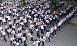 Trào lưu flashmob chia tay bạn bè dễ thương của teen 12