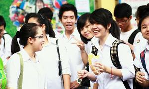 Teen Hà Nội vui vẻ làm thủ tục dự thi trong tiết trời mát