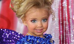 Bé 3 tuổi nhuộm da, make up đi thi sắc đẹp