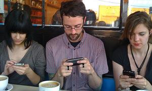 Choáng váng trước tình yêu smartphone của người Mỹ