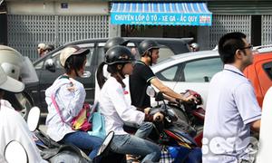 Đường phố 'kẹt cứng' vì teen thi Đại học