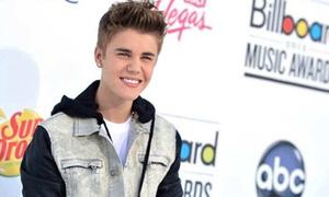 Justine Bieber cán mốc 24,3 triệu fan trên Twitter
