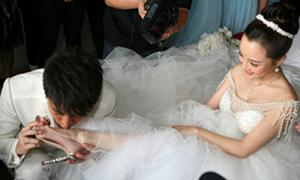Những trò 'khó đỡ' trong đám cưới sao Hoa ngữ