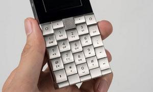Chiếc điện thoại 'vô dụng' giá 200 triệu đồng tại Việt Nam