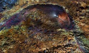 Ngỡ ngàng điều nhìn thấy bên trong núi lửa