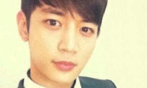Min Ho (SHINee) khoe ảnh 'tự sướng'