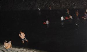 Người Hà Nội nửa đêm nhảy sông Tô Lịch bắt cá