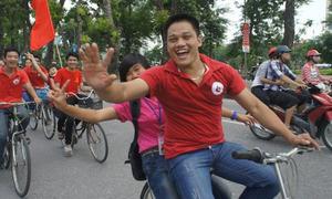 2.000 teen đạp xe hô khẩu hiệu 'Tôi yêu Việt Nam'