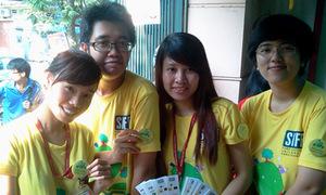 Sinh viên ĐH Ngoại thương phấn khích 'ngày hội đổi sách'