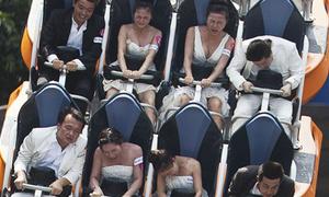 12 cặp đôi tổ chức hôn lễ trên tàu lượn siêu tốc