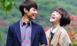 Sulli cười tít mắt bên giai đẹp Hana Kimi Hàn