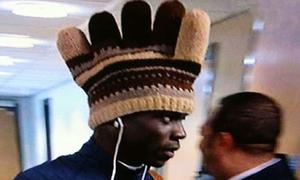 Cười ngặt nghẽo bộ sưu tập mũ siêu 'độc' của Balotelli