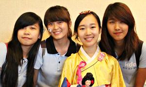 Teen Hà thành thích thú khám phá văn hóa các nước