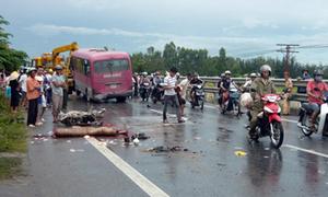 Xe khách tông nhóm sinh viên, 3 người chết