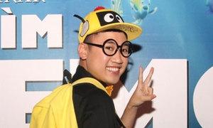 Don Nguyễn vác ba lô đầu vịt đi xem phim hoạt hình