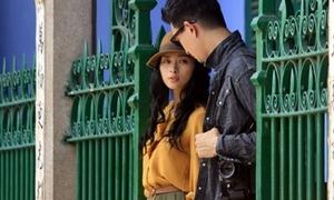 Ngô Thanh Vân 'hẹn hò' trai lạ ở Hội An